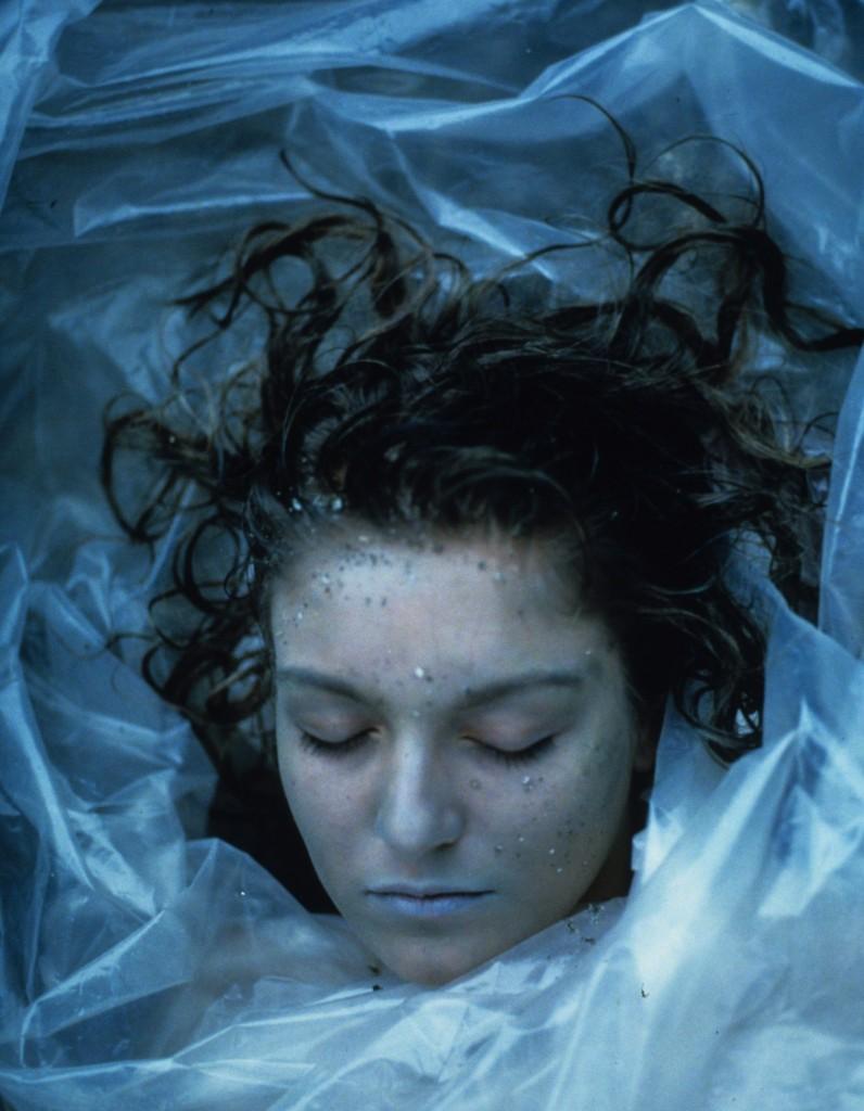 1.Laura Palmer envuelta en plástico.